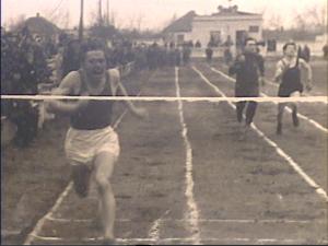 1959 год. Детский стадион Забег на 100м  выигрывает Анатолий Зиновьев С 1965 года тренер СДЮСШОР по легкой атлетике