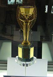 кубок,вручаемый побед.чемпионата мира по футболу